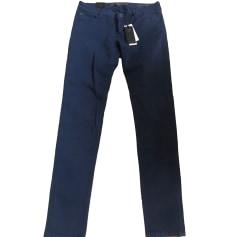 Pantalons slim, cigarette Guess Femme : articles tendance