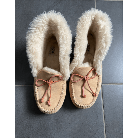 Chaussons & pantoufles UGG Beige, camel