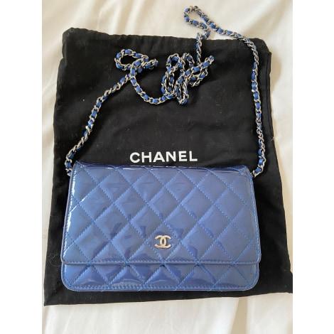 Sac en bandoulière en cuir CHANEL Wallet-On-Chain Bleu, bleu marine, bleu turquoise