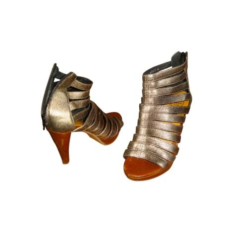 Escarpins à bouts ouverts JEFFREY CAMPBELL Doré, bronze, cuivre