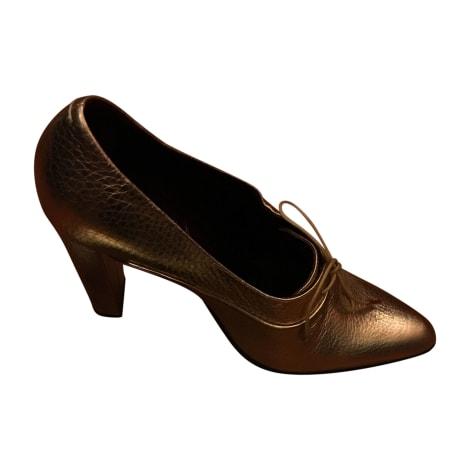 Chaussures à lacets  LOUIS VUITTON Doré, bronze, cuivre