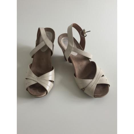 Sandales compensées BATA Beige, camel