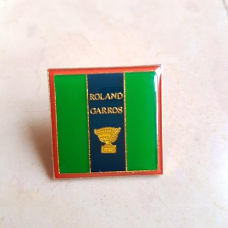 Pin's ROLAND GARROS vert doré rouge