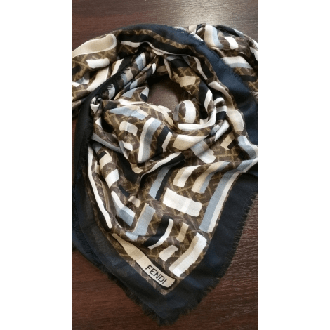 competitive price b6339 dc40d Foulard