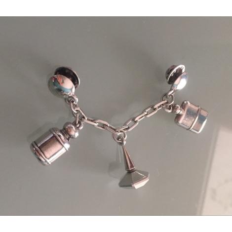 Pin's CACHAREL Argenté, acier