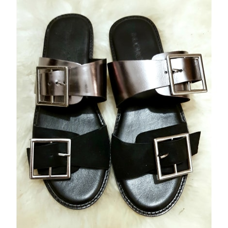 best service bcf60 9983f Flat Sandals