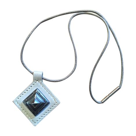 Pendentif, collier pendentif HERMÈS Gris, anthracite
