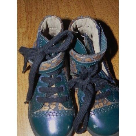 Chaussures à lacets KICKERS Vert