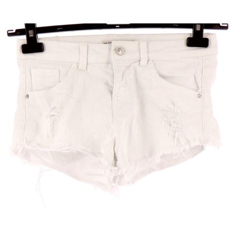 Short BERSHKA Blanc, blanc cassé, écru
