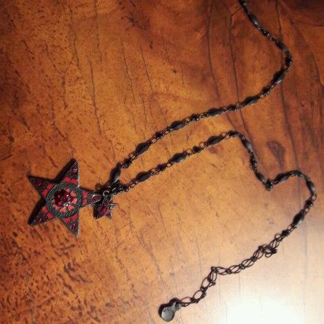 Pendentif, collier pendentif PILGRIM Rouge, bordeaux