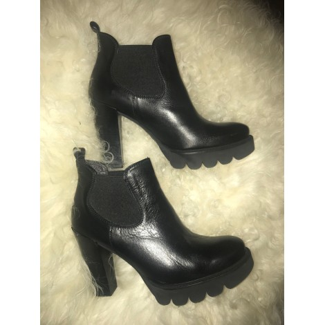 Bottines & low boots à talons MARQUE INCONNUE Noir