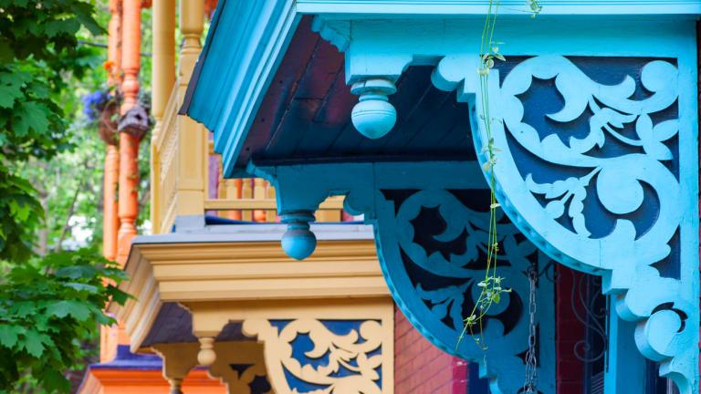 Balcons colorés d'une rue de Montréal