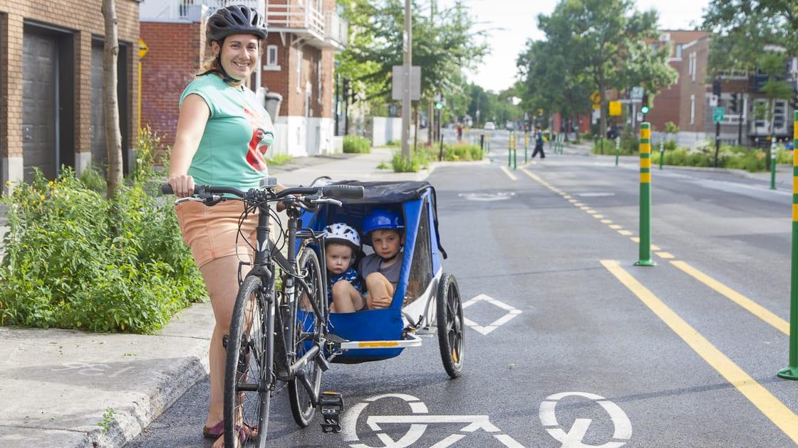 Rosepatrienne et ses enfants à vélo