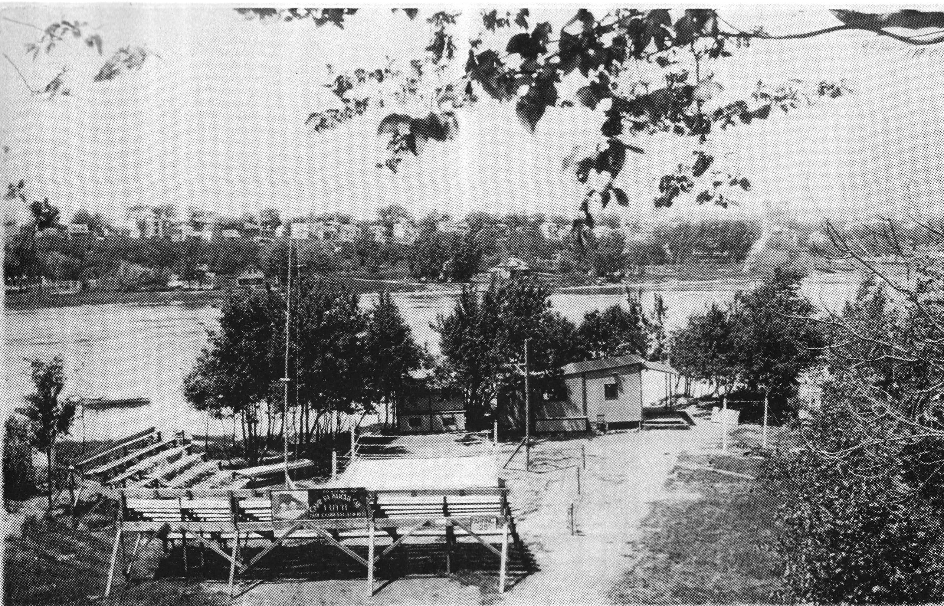 Arène de lutte au parc Aimé-Léonard vers 1930