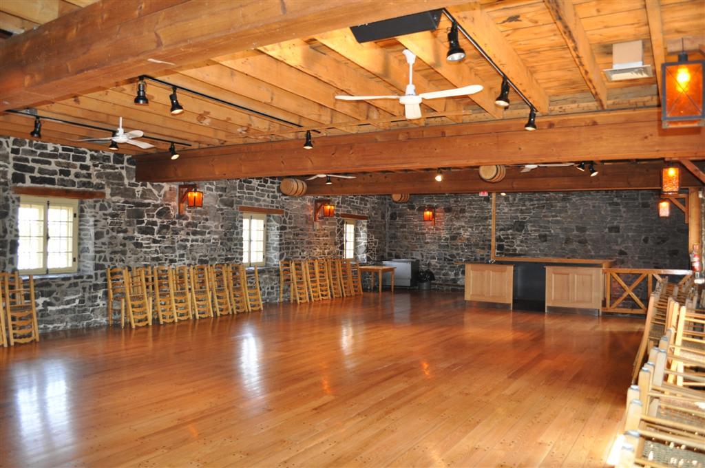 Salle de réception au 1er étage de la Vieille brasserie.