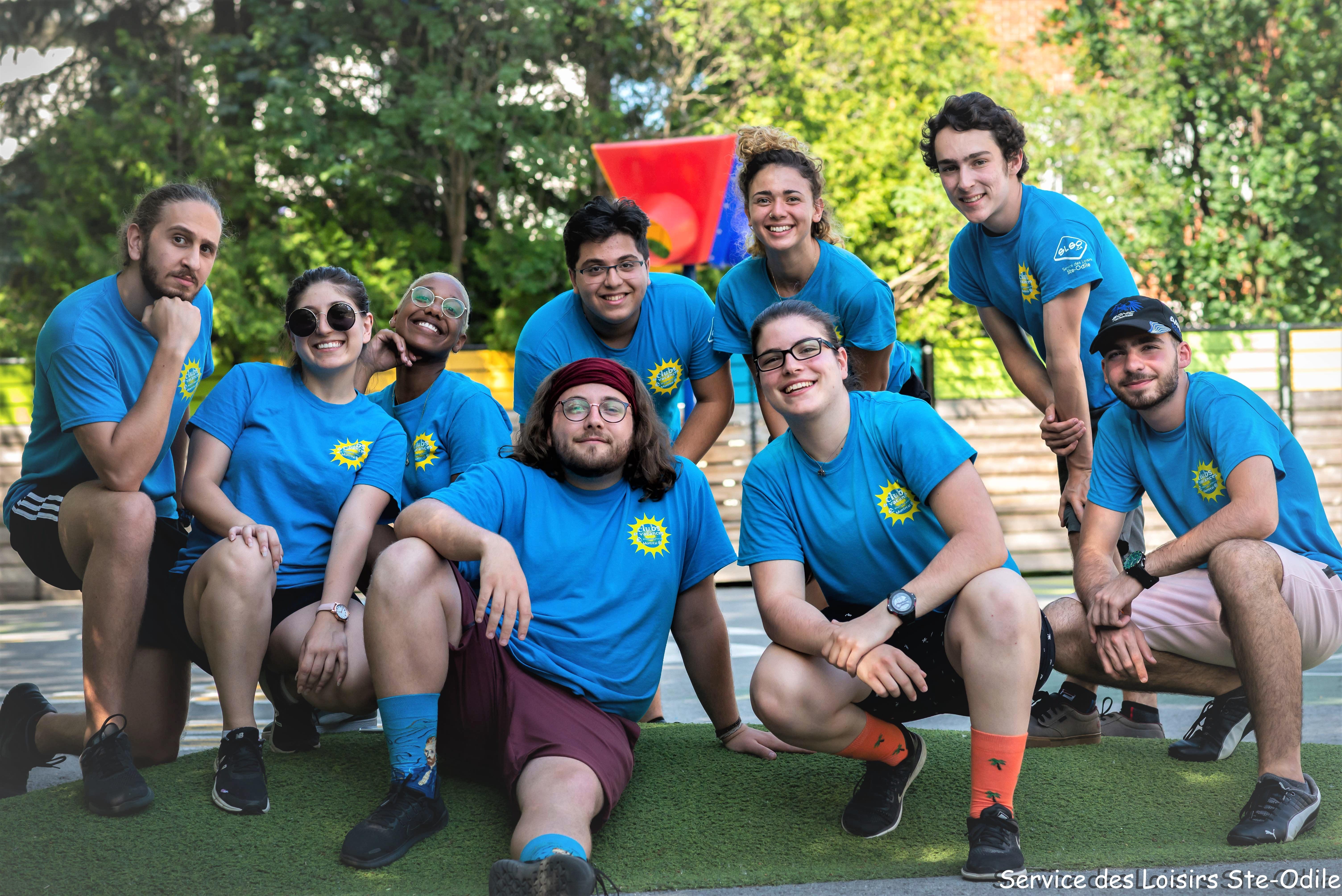 photo d'un groupe d'animatrices et d'animateurs du camp de jour de des loisirs Sainte-Odile