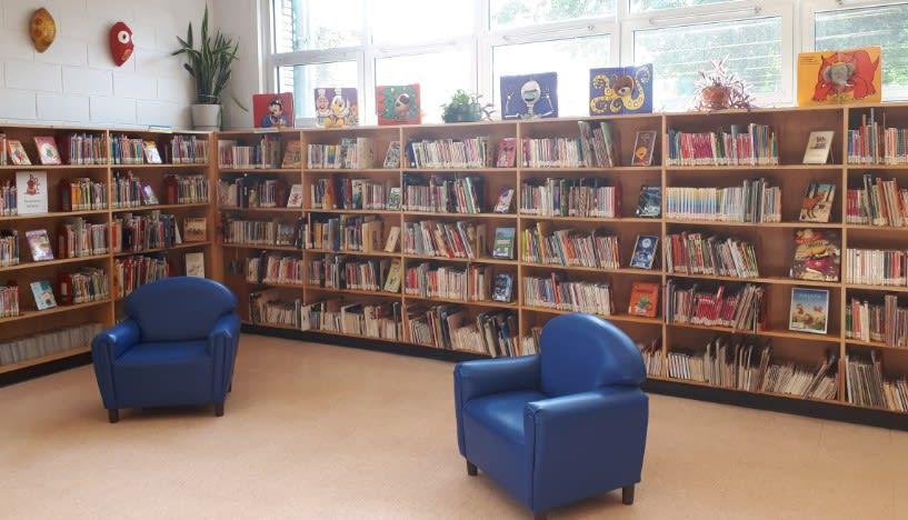 photo du coin lecture de la bibliothèque de Salaberry