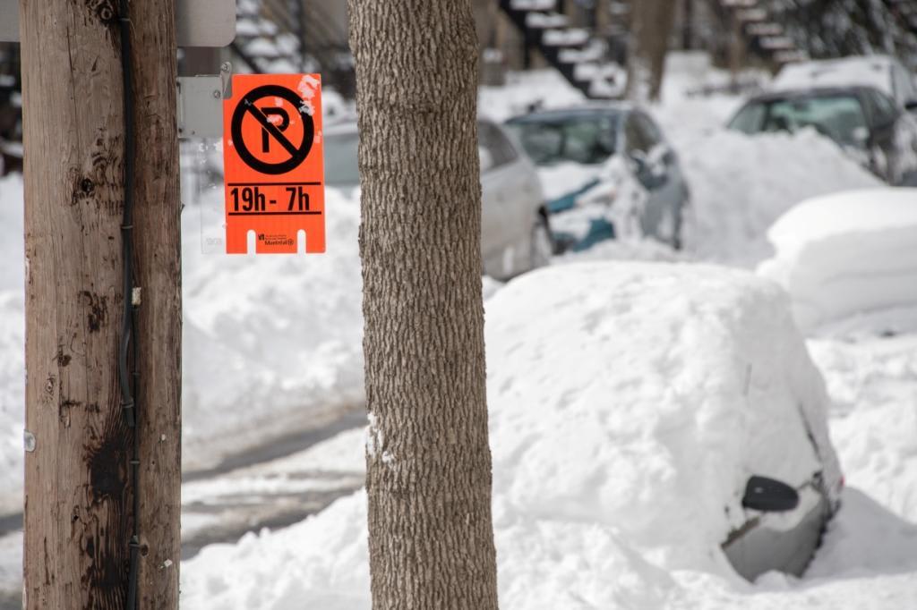 Un panneau d'interdiction de stationnement durant les opérations de déneigement à RDP-PAT.