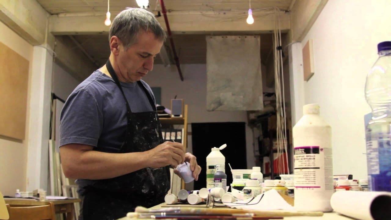 L'artiste Pierre Bruneau dans son atelier