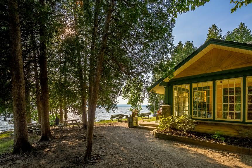 Maison de la Pointe vue de côté, au parc-nature du Cap-Saint-Jacques.