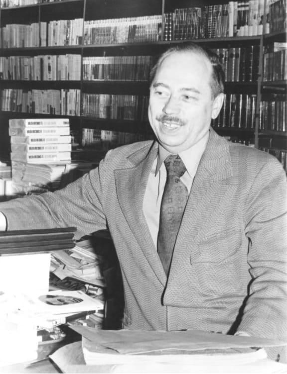Henri Tranquille dans sa librairie (1972)