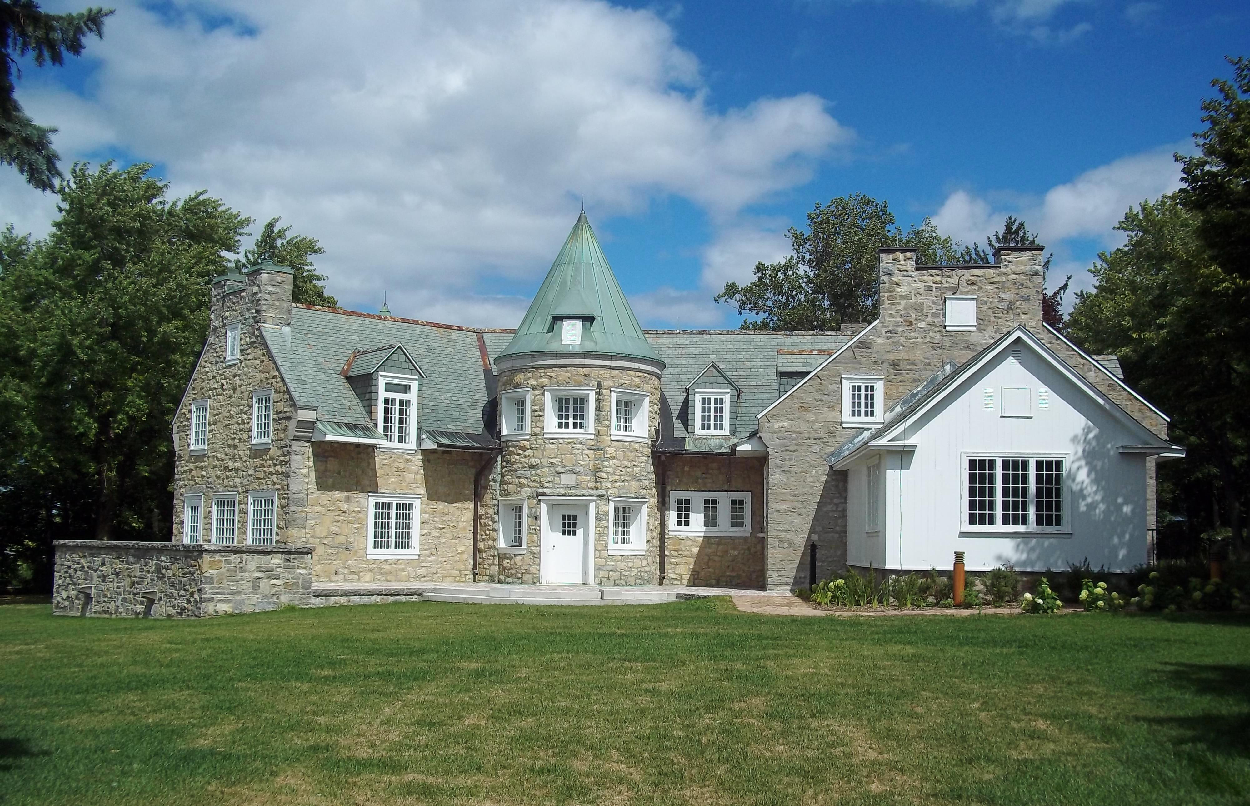 Maison Brunet, vue d'ensemble, à louer au parc-nature du Cap-Saint-Jacques.