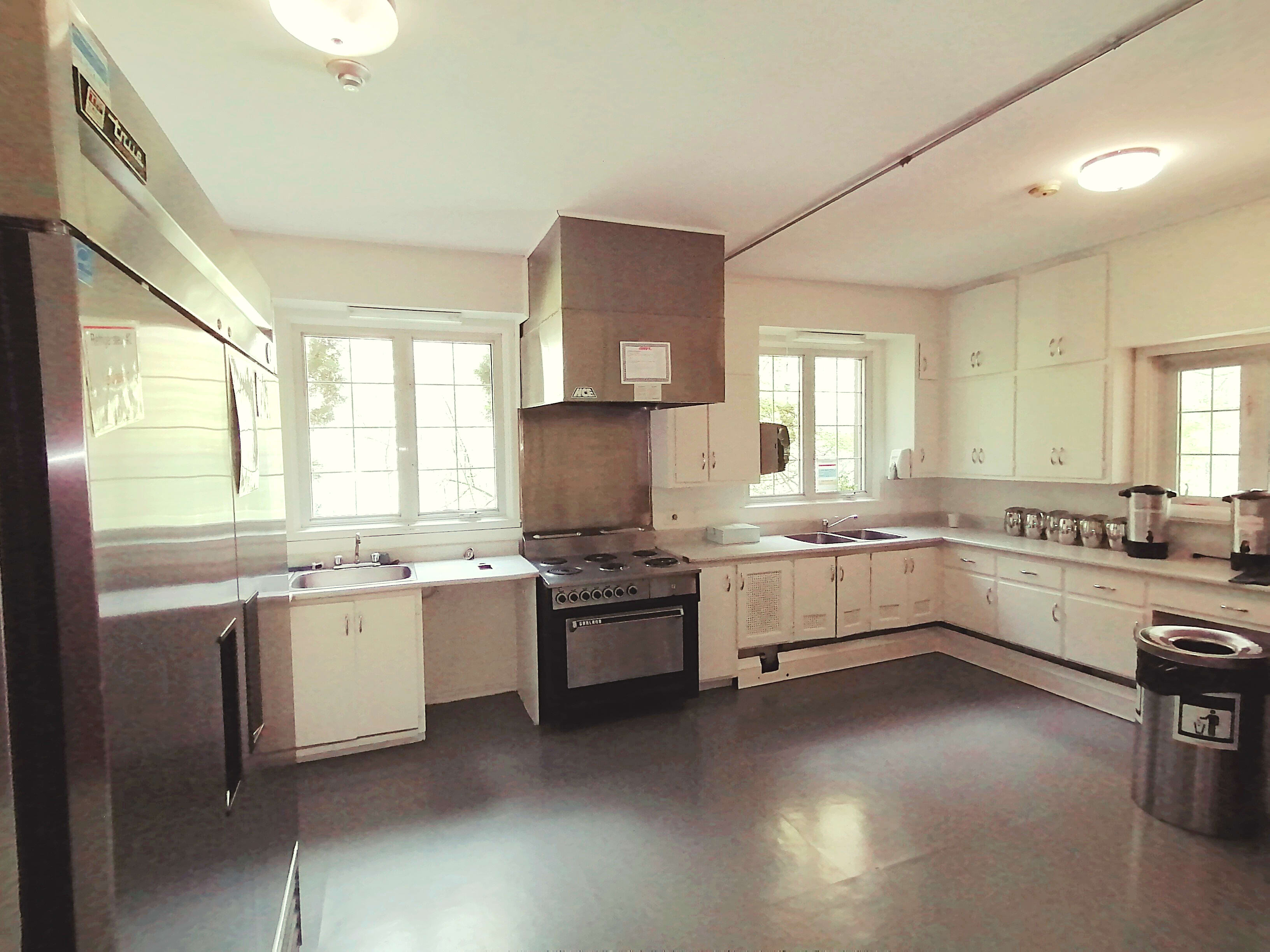 Cuisine aménagée à louer à la maison Pitfield du parc-nature du Bois-de-Liesse.