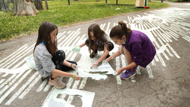 Activité de marquage au sol avec l'école Saint-Mathieu