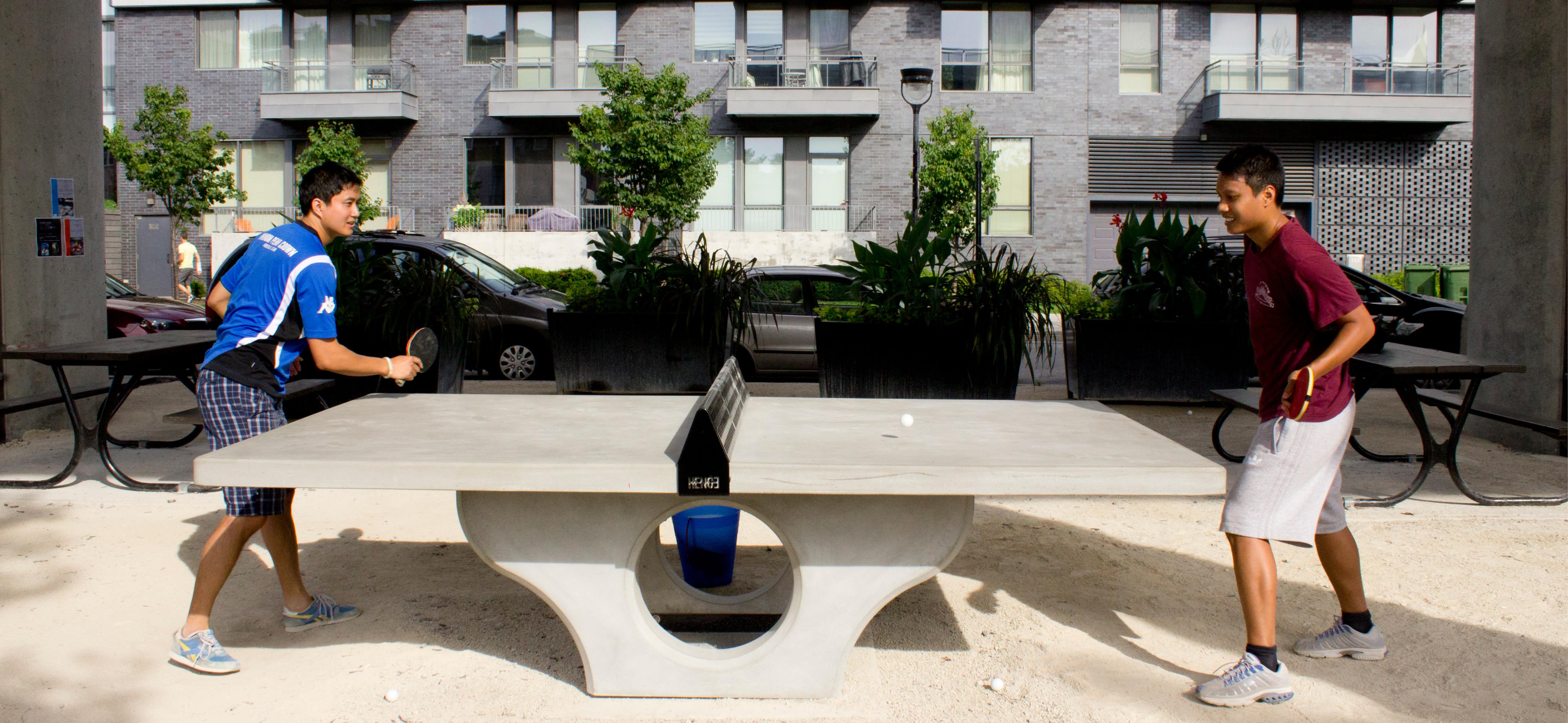 Ping-pong à L'Espace Faubourg Québec