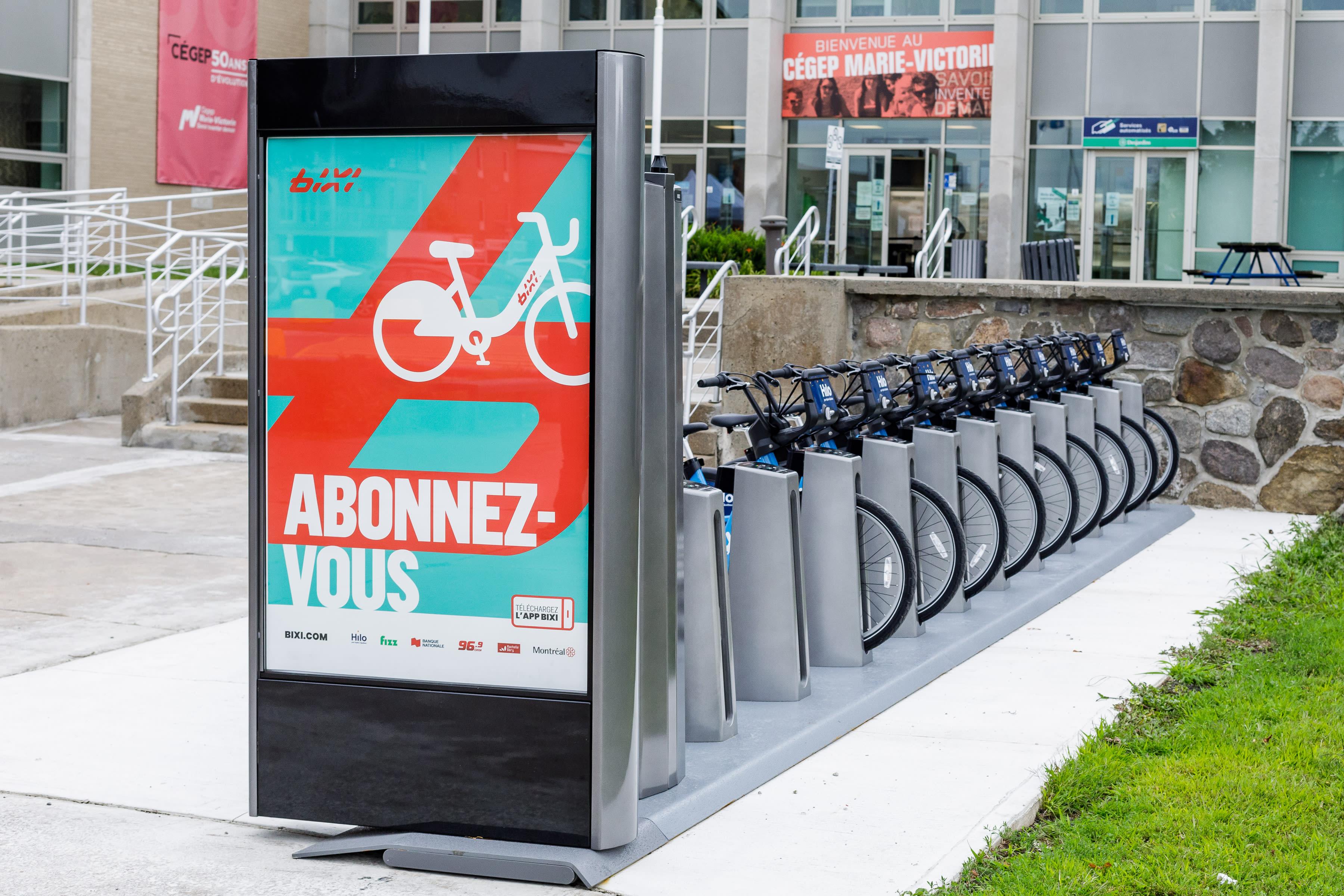 Vélos Bixi alignés