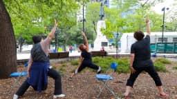 Yoga sur chaise au square Cabot