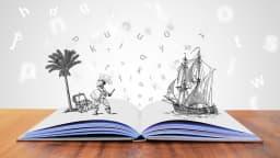 Livre ouvert avec objets