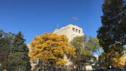 Mairie de l'arrondissement de Verdun à l'automne