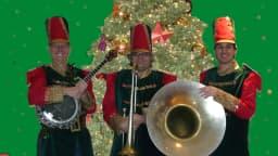 Photo de la fanfare casse-noisette formée de Pierre Blais, case-banjo, Jean Sabourin, casse-sousaphone et Yves Turgeon casse-saxophone