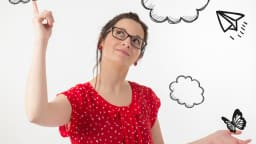 Femme qui pointe un nuage dessiné