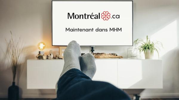 Photo d'une personne relaxant sur son divan avec le nouveau site Montreal.ca à l'écran