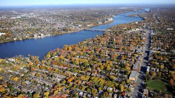 L'arrondissement d'Ahuntsic-Cartierville à Montréal vu du ciel.