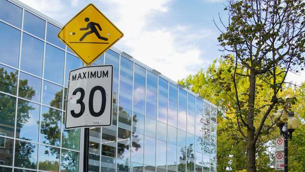 Réduction de la vitesse à 30 km/h dans les rues résidentielles _ Photo Joudy Hilal