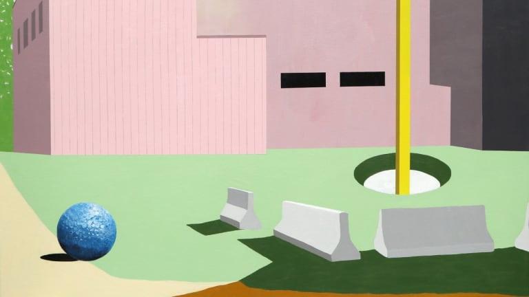 Image d'un bâtiment avec un trou de golf et une balle