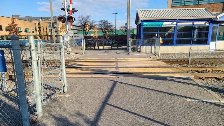 Nouveau passage à niveau public à proximité de la gare Parc