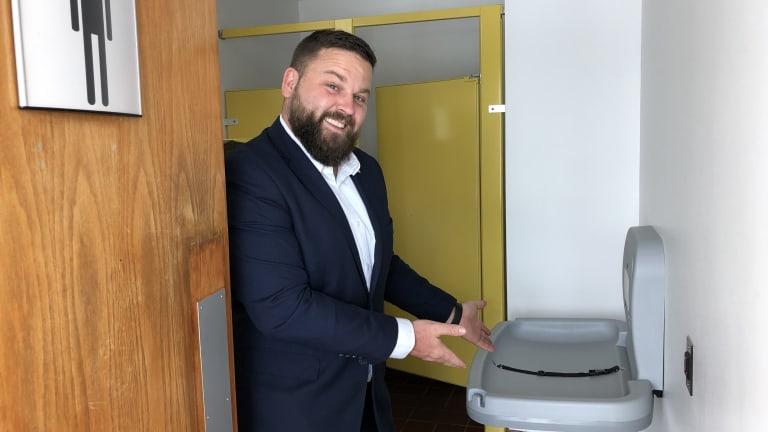 Table à langer toilette homme à Pierrefonds-Roxboro