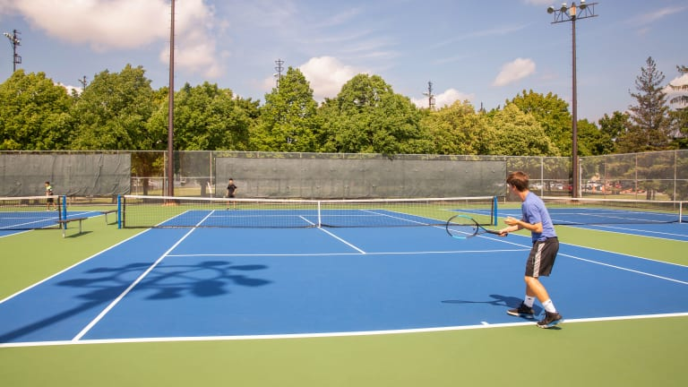 Tennis au parc Louis-Riel.