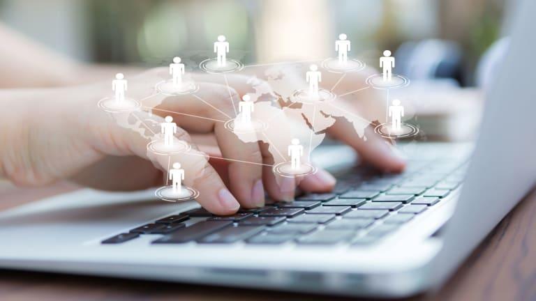 Les médias sociaux et le marché caché de l'emploi