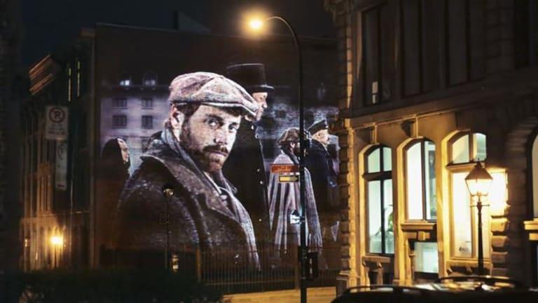 L'un des tableaux de Montréal en histoires dans le Vieux-Montréal.