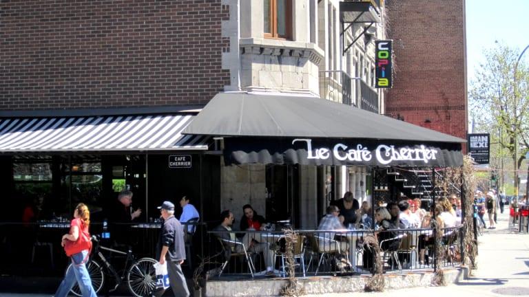 Café-terrasse sur le domaine privé