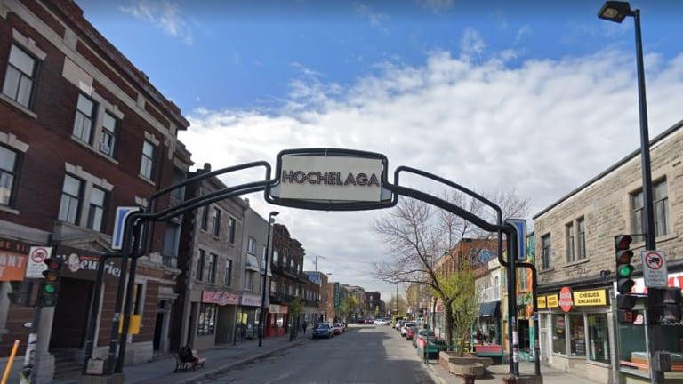 Vue de l'entrée de la rue Ontario, avec le fameux arche.