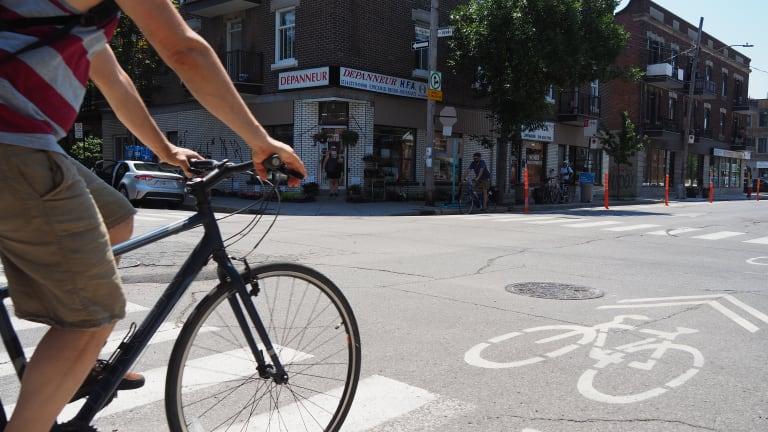 Vélo circulant sur la rue Villeray