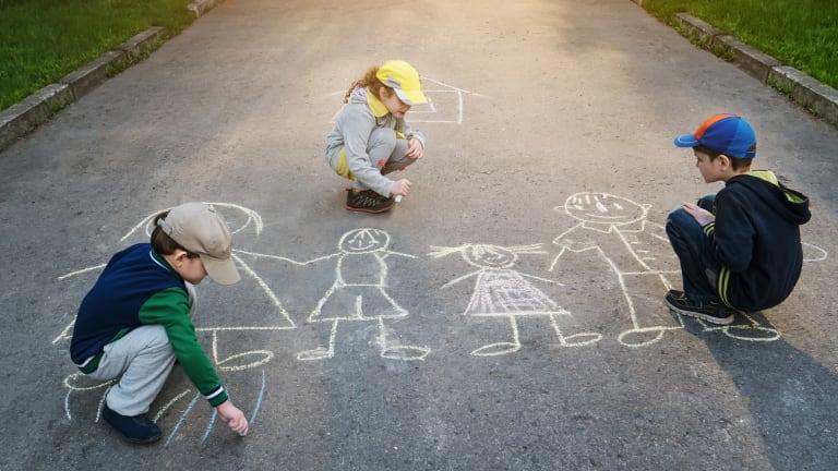 Jouer dans la rue