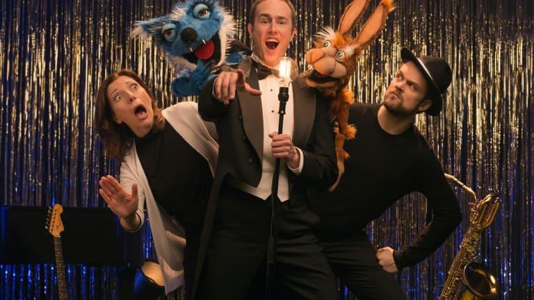 3 chanteurs d'opéra pour enfants accompagnés de créatures loufoques