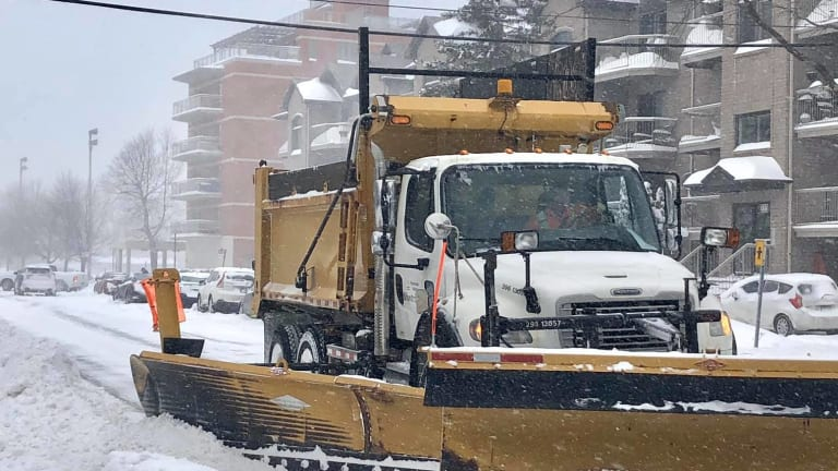 Snow removal truck in Pierrefonds-Roxboro